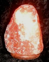 Salzkristall-Lampe elektrisch bis 3 kg mit Holzfuss