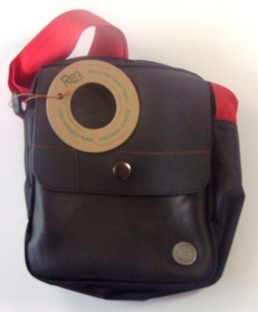 Hand- & Schultertasche rot 15*5*20cm Fairtrade recycelte Reifen
