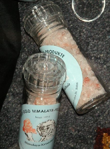 Salzmühle gefüllt mit 100g Granulat