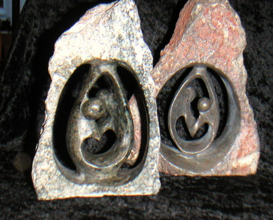 Steinfigur in Steinhöhle