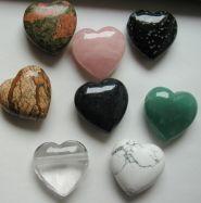 Anhänger in Herzform in verschiedenen Edelsteinarten