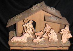 Krippe Holz mit gelaserten Figuren