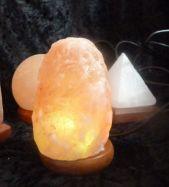 USB-Salzlampe Naturform, Regenbogen-LED-Beleuchtung, wechselnde