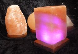 USB-Salzlampe Kubus, Regenbogen-LED-Beleuchtung, wechselnde Farb