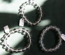 Armband aus Bergkristallkugeln