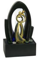 Kleiner Fiberglasbrunnen mit Goldenen Figuren: Herztanz