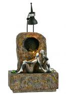 Kleiner Fiberglasbrunnen mit Silbernen Figuren Modell 3
