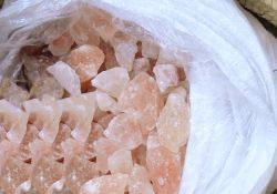 Kristallsalz Salzbrocken im Sack